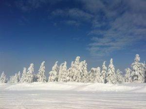 Eine Schneelandschaft auf dem Fichtelberg