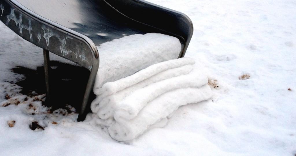 Aufgerollte Schneedecke