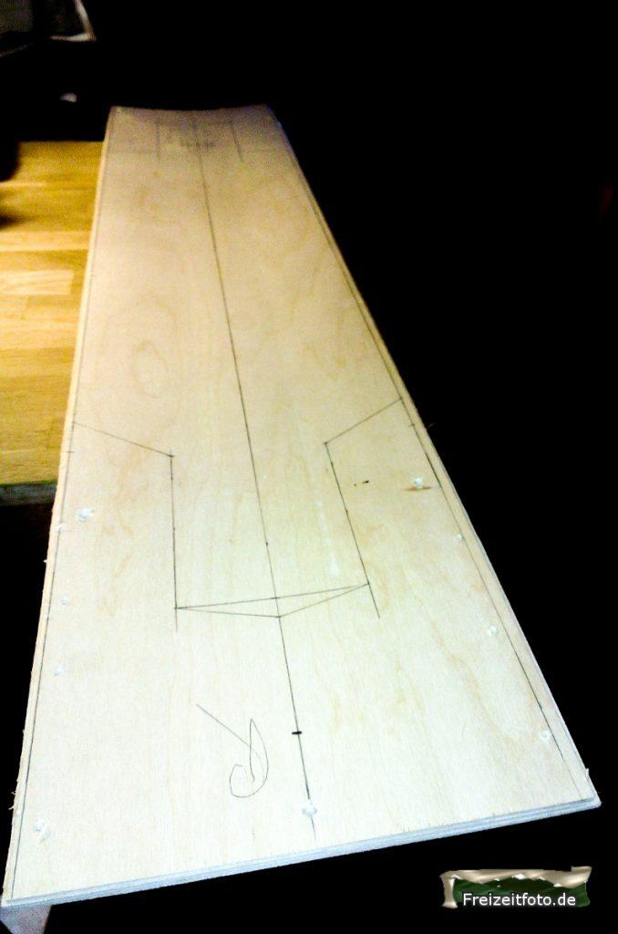 Verleimte Sperrholzplatten mit Konkave.