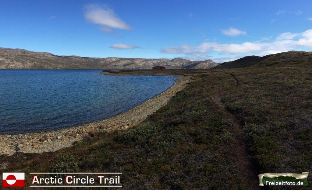 Rückblick auf das Kanu-Center mit Blick auf dem Amitsorsuaq