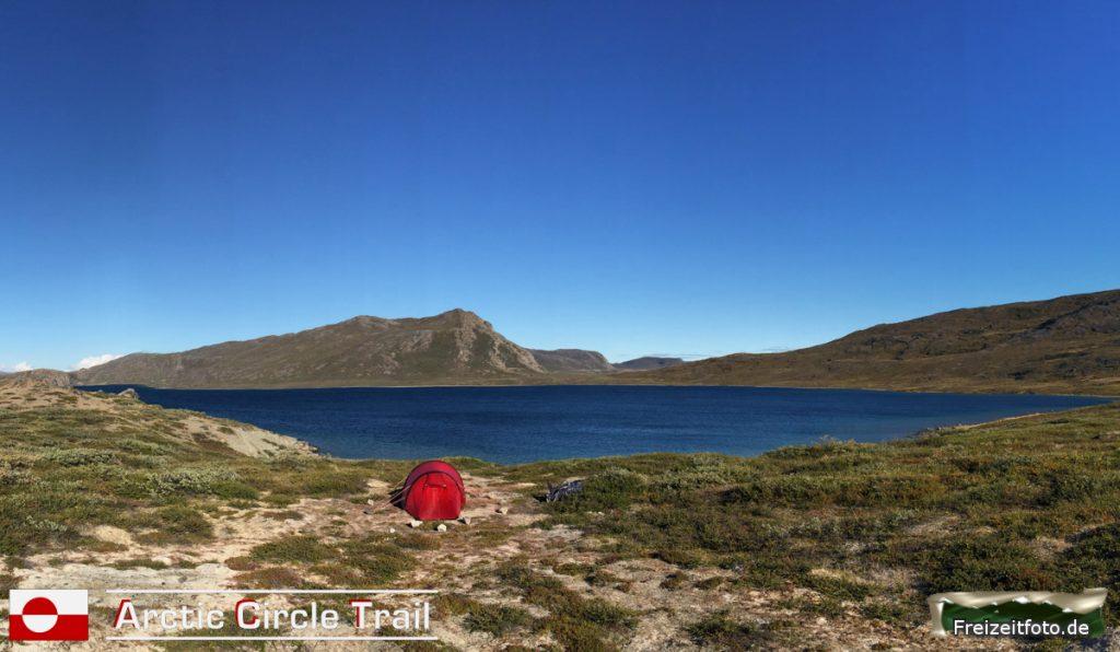 Zelt mit Blick auf den Kangerluatsiarsuaq.