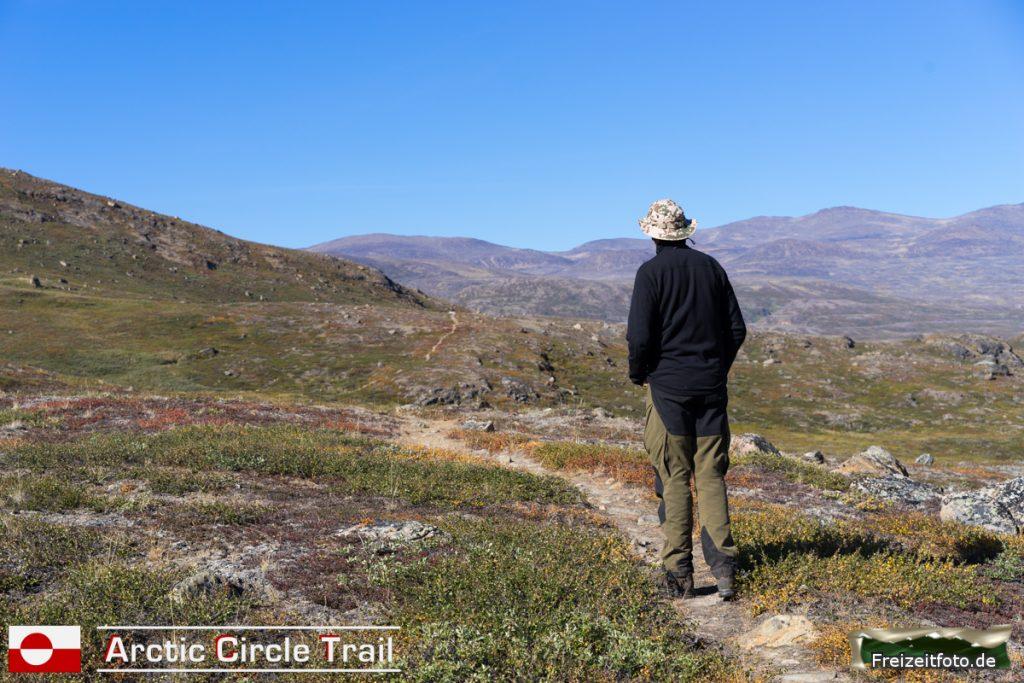 Der Arctic Circle Trail ist gut zu sehen - so weit das Auge reicht.