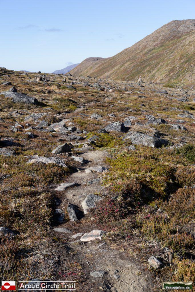 Ein sanfter Aufstieg östlich der Hütte Innajuattoq II.