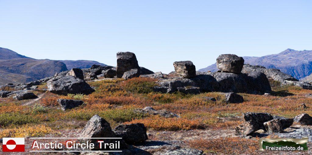 Teilweise sehen die Steine wie hingestellt aus.