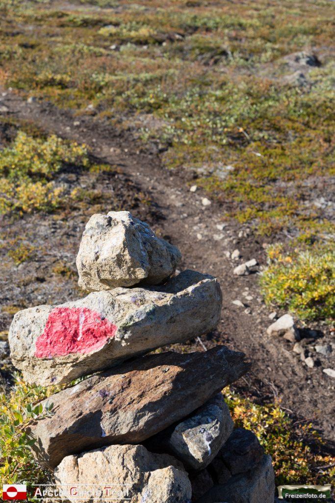 Wir sind richtig. Das Steinmännchen zeigt uns den Weg.