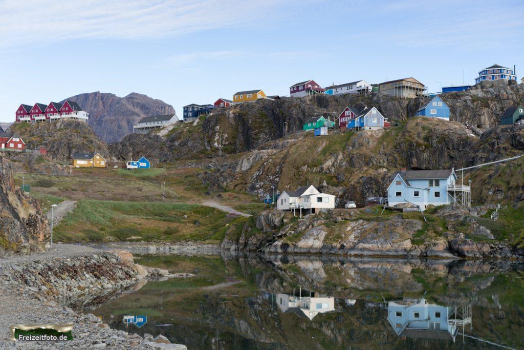 Wohnhäuser mit Blick auf den Antlantischen Ozean.