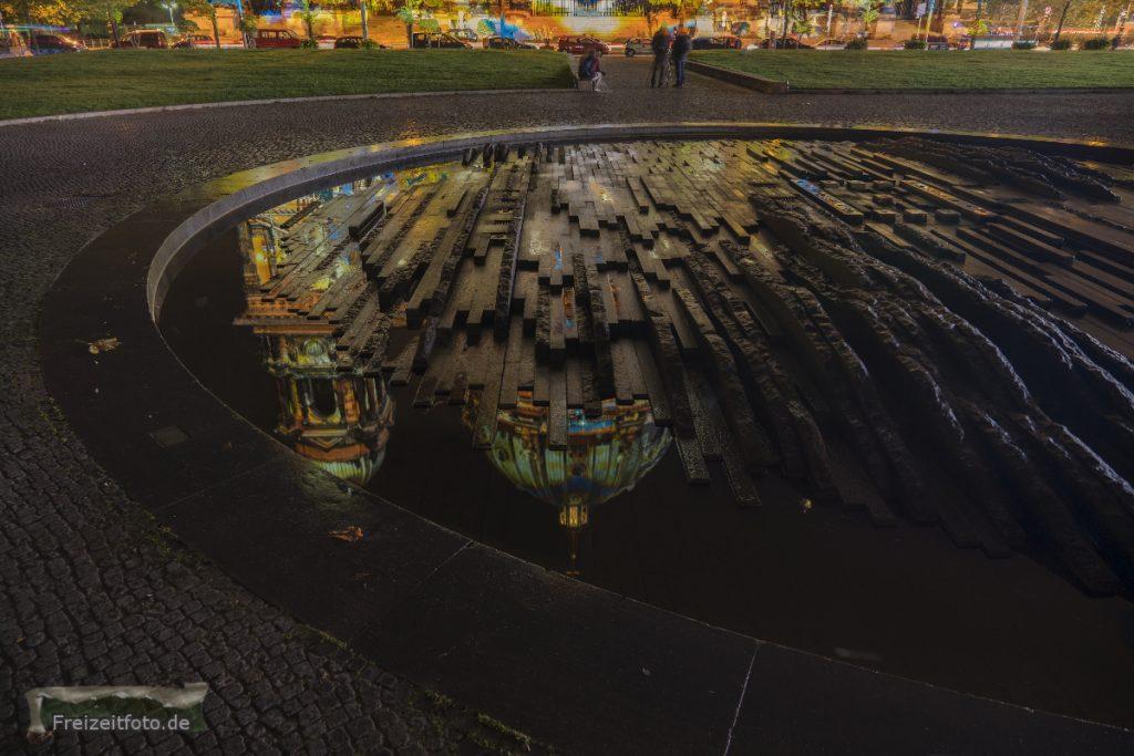 Der Brunner vor dem Berliner Dom, Festival of Lights 2016