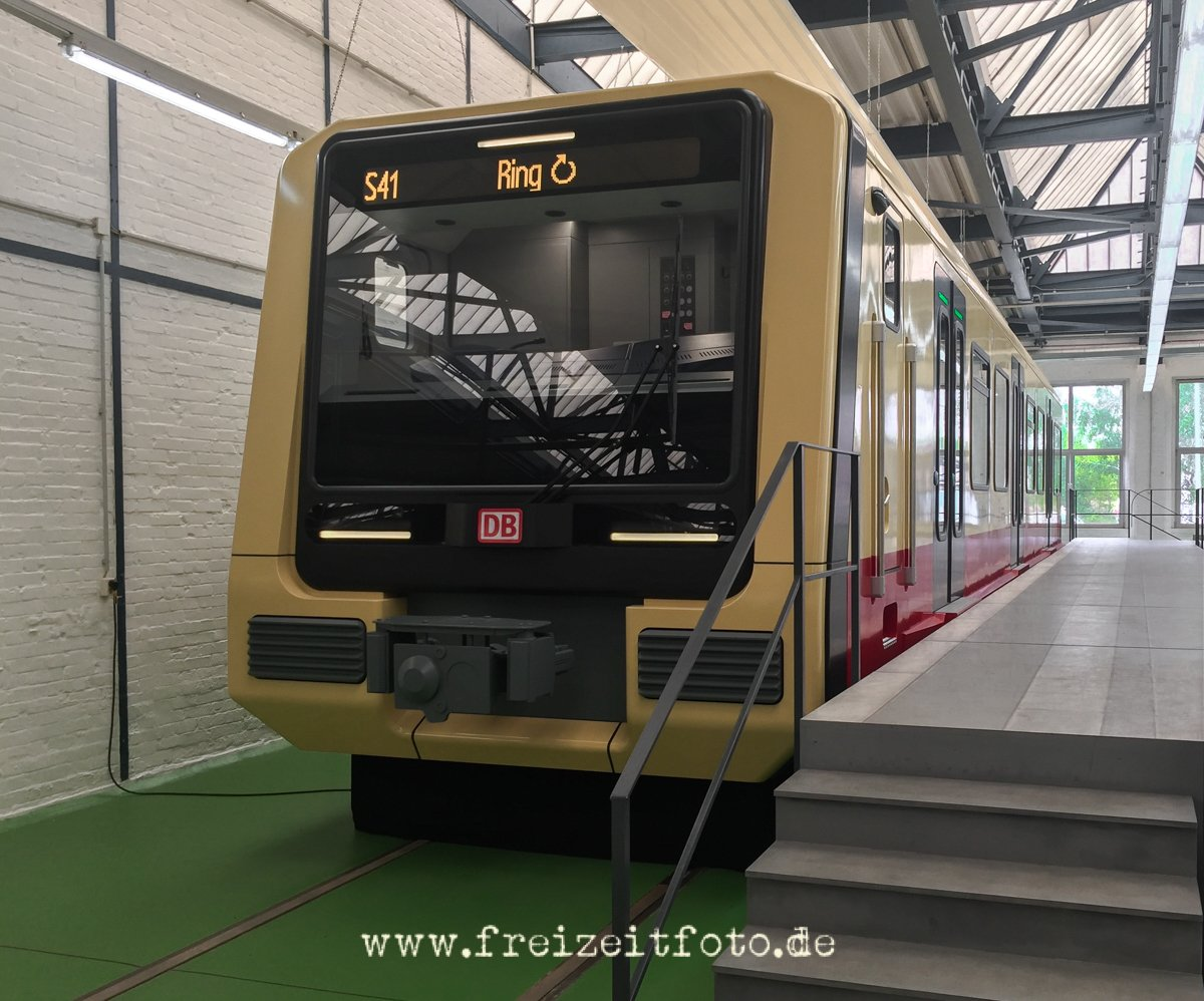 Die Front der neuen S-Bahn. Dargestellt hier das 1:1-Modell des Konsortiums  Siemens und Stadler.