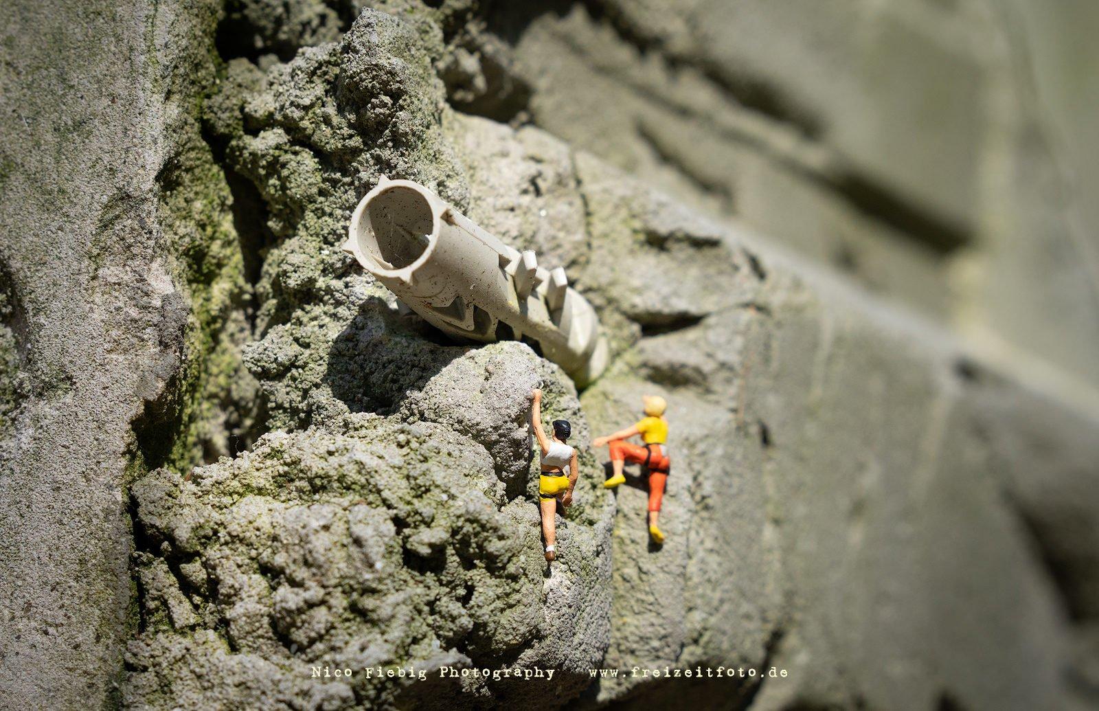 Tatiana und Katrin entdecken auf einem Lost Place ein unbekanntes Objekt. Was werden die beiden Sportkletterinnen tun?