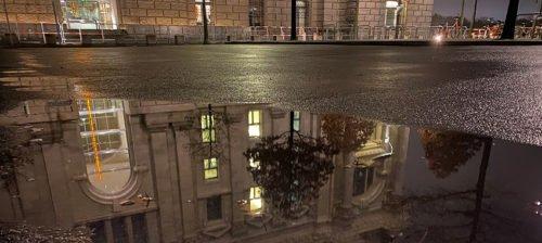 Reichstag in Berlin bei Nacht